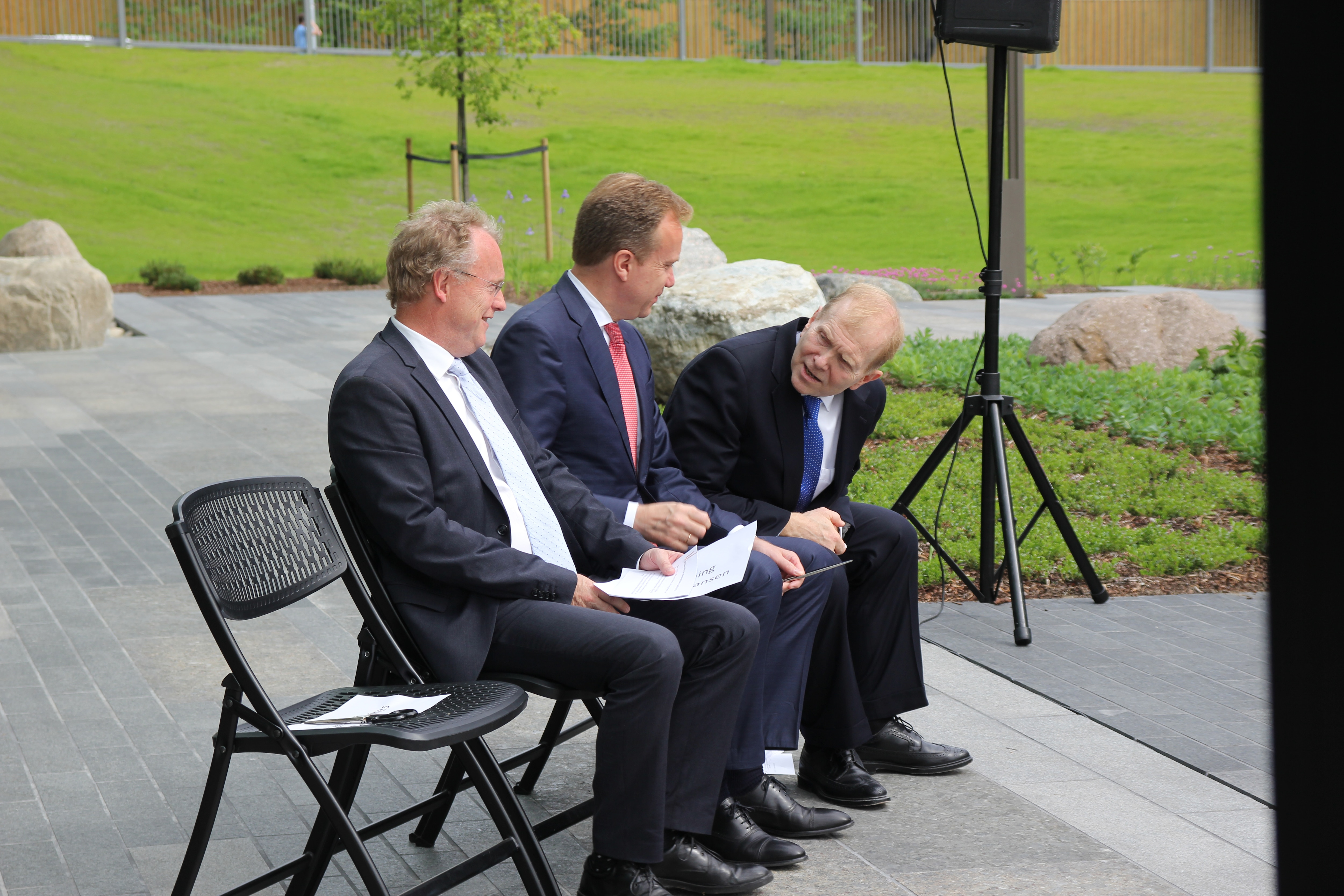 Governing Mayor of Oslo Raymond Johansen, Foreign Minister Børge Brende and OBO's Director William Moser wait for the ceremony to start.